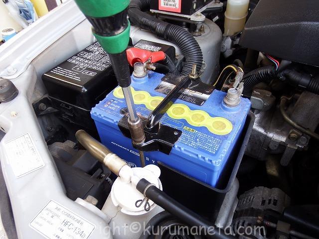 パジェロイオのバッテリー交換方法