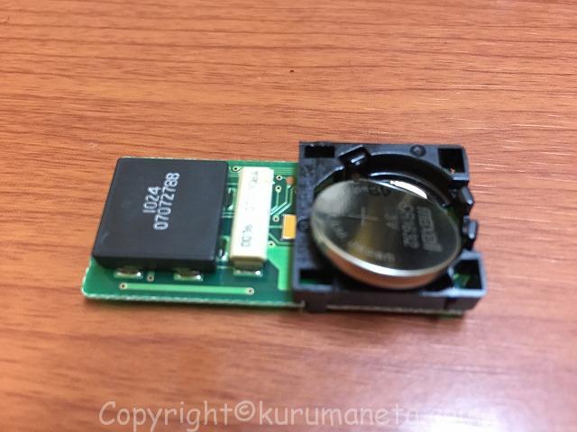 アクアのキーレスリモコンのボタン電池交換方法